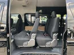 荷物をたくさん積んで、人数も乗せてお出かけが、この1台で可能です!ディーゼル・4WDベースで制作なので行く所を選びません!
