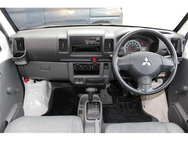 車内の写真です☆運転席・助手席エアバッグ付きです!!
