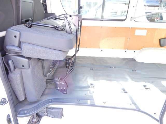 乗車定員9人乗り 3列シート 法人ワンオーナー 点検整備記録簿 小窓付き タイミングチェーン式 キーレス ETC オートマAT 片側スライド 小型貨物4ナンバー 内外装荷台クリーニング済 鑑定済