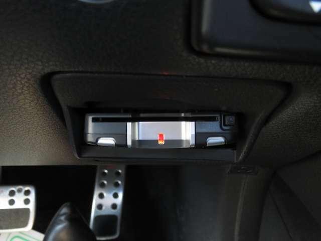ETCがあなたのスムーズな運転をサポート!有料道路での料金支払を自動化してくれるので、料金所でも停車する必要がありません♪