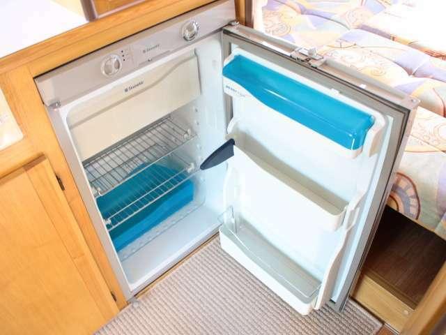 大容量3Way(ガス・12V・100V)冷蔵庫装備です☆