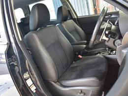 運転席、助手席も綺麗な状態です(^^勿論室内クリーニング済みです。運転席に肘掛けもありますので、長距離運転のときには助かりますね。