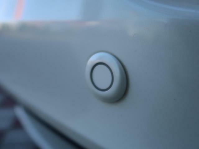 ●クリアランスソナー装備!!センサがステアリングの舵角情報を基に、障害物にぶつかるかどうかをドライバーに知らせてくれます。