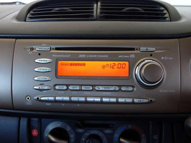 純正CDデッキが装備されています。お気に入りのミュージックは、ドライブの必須アイテムですネ!ナビを取付たいお客様には、ご予算別に数種類のナビをご用意しております。