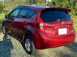 ショートノーズ&ロングルーフ、ミニバン風なデザインを持つ日産のコンパクトカー「ノート(NOTE)」。