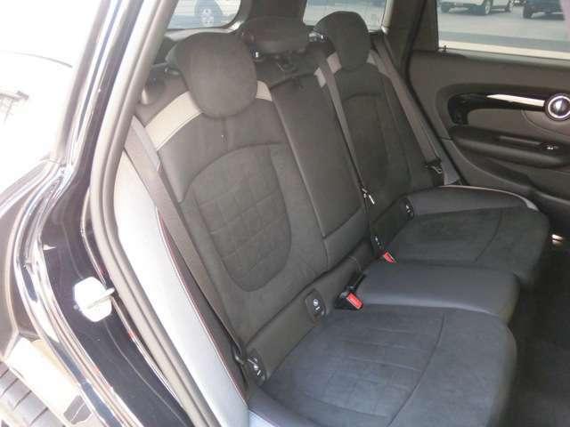 ショルダー及びヘッドクリアランスにゆとりが有り、前方視界も良い後部座席