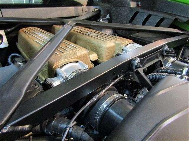 5.2L V10エンジンで640馬力(カタログ値)を発生します。