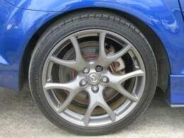 ☆純正の19インチアルミホイールが装備されています。タイヤの溝もたっぷり!
