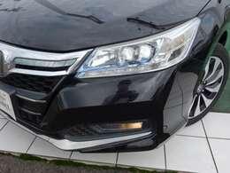 LEDヘッドライト & オートライトコントロール装備です。