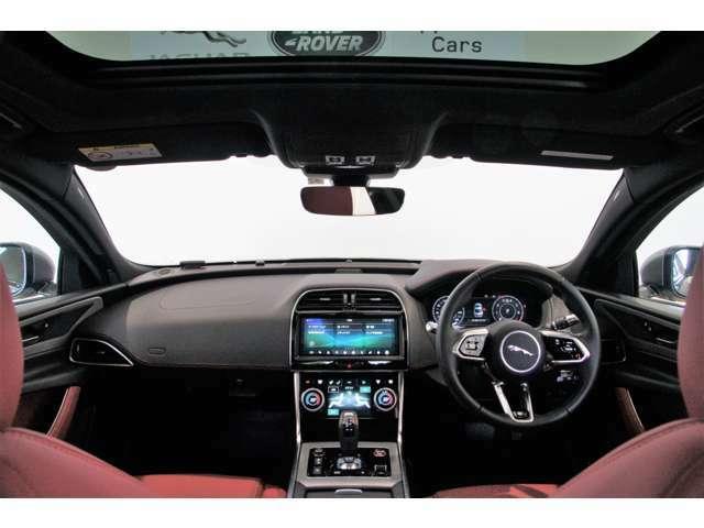 シートとハンドル、ダッシュボードの位置、フロントガラス越しに見える景色が体になじみます!