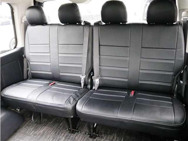 4列目シートは2人掛けシート×2脚!