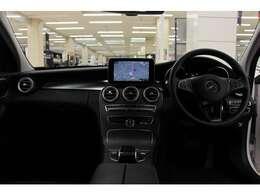上級サルーン「Sクラス」に似たフロントデザインを持つ、「Cクラス」の特別限定車「C200エクスクルージブラインリミテッド」のご紹介です。