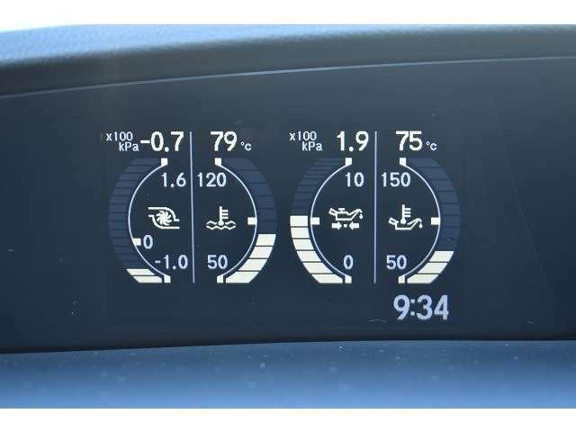 マルチインフォメーションディスプレイで水温計や油圧計等を確認する事が可能となっております♪