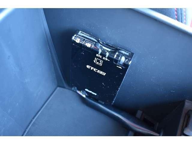 今や必需品のETC装備で、高速道路で便利なクルーズコントロール装備となっております♪