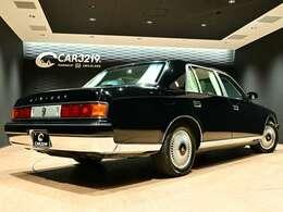 トヨタが誇る伝統の高級フォーマルサルーン【センチュリー】の登場でございます。拘りのコラムシフト!内外装とてもコンデションの良いお車です。ぜひ実車をご覧にご来場下さいませ。