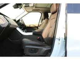 電動調整式シート(運転席・助手席)(メモリー機能付)12x12ウェイ フロントシート、シートヒーター(運転席・助手席)