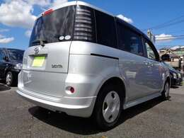 総額表示金額は【神戸・大阪・なにわ】ナンバーの2年3月末までの店頭納車での価格になります。自税月割り分、その他のナンバーのお客様は『遠隔地費用』『陸送/納車費用』が必要になります。