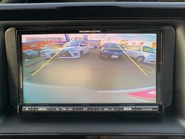 【バックカメラ】ナビ画面により後方を確認できるため、バック駐車が苦手な方でも安心です!