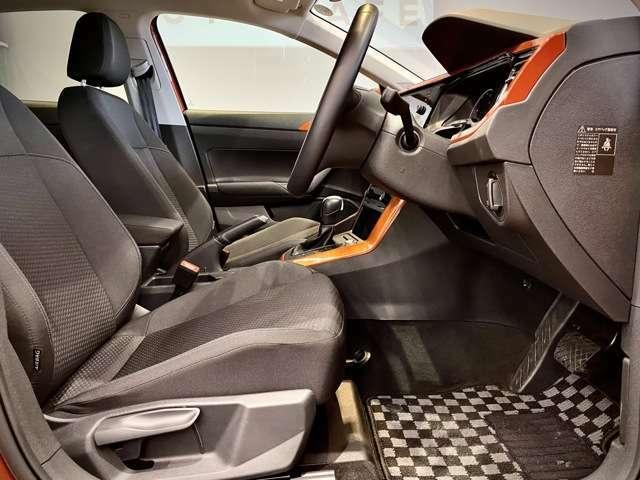 厚みのあるシートは目線を気にされる女性の方にもとても座りやすく運転がしやすい視野性を誇ります。