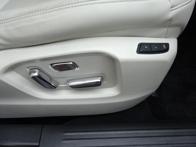 運転席シートに2名様分のポジションをメモリー可能なパワーシートを装備しています。寒い冬に嬉しいアイテムの運転席&助手席にシートヒーターも完備しております。