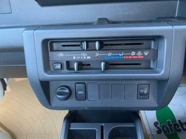 マニュアルエアコン。パートタイム4WD