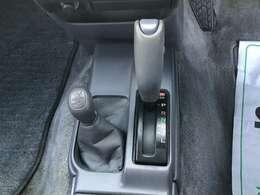 トランスミッションはフロア4AT、駆動方式は四輪駆動/4WDモデルとなります。