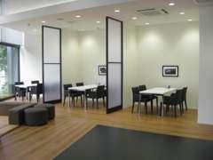 ◆仕切られた商談ブース◆キッズコーナーや、授乳室もございます◆くつろげるショールームです◆