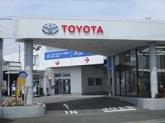 新車店舗の「トヨタモビリティ神奈川・鵜野森店」も併設しております!お気軽にご来店下さい!