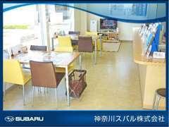 明るい店内、キッズスペース、車椅子対応のトイレも設備しております!