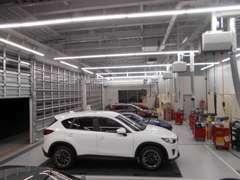 もちろん最新の整備工場設備も完備しております。