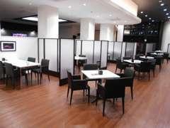 商談スペースも明るく格調高い空間に生まれ変わりました。
