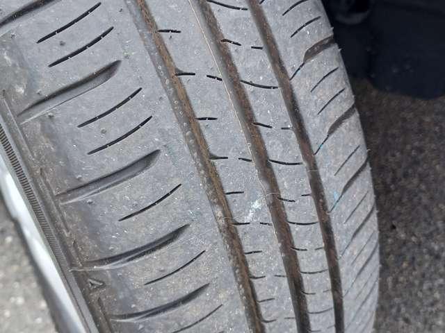 【タイヤ溝有り】タイヤ溝まだまだ残っております!快適にドライブ頂けます♪販売後もタイヤ交換は当社にお任せ下さい☆