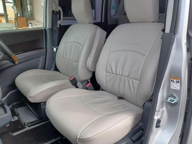 【運転席&助手席】使用感も少なくキレイな状態です!大人でも快適に乗って頂けます♪大勢でのドライブも窮屈なくお楽しみ下さい☆