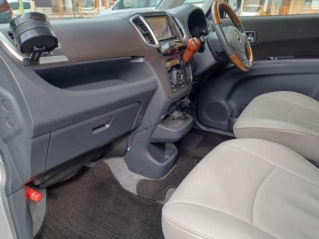 【運転席&助手席】高級感たっぷりのシートスタイル!!汚れが目立ちにくく、さらに高級感を与えてくれるので、優雅にドライブをお楽しみいただけます♪座り心地もバッチリです☆是非一度ご体感下さいませ!!