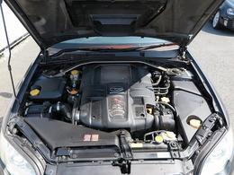 メーカーカタログ引用型式EJ20出力280ps(206kW)/6400rpmトルク35.0kg・m(343N・m)/2400rpm 種類水平対向4気筒DOHC16バルブターボ 総排気量1994cc