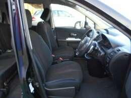 体にフィットするシートでストレスフリー!快適なドライブをお楽しみください♪