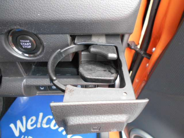 収納タイプのカップホルダー