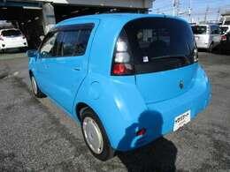 Willサイファの左リヤビュー UVカットガラスで、車内の紫外線をシャットアウト
