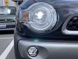 LEDヘッドランプ装備☆明るいライトで視界良好!夜のドライブも楽しめますね☆LEDフォグランプも装備☆深夜、早朝で霧が出てきてもこのライトがあれば走行しやすいですよ☆