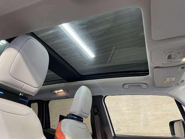 【ガラスルーフ】開放感溢れる車内を演出します☆