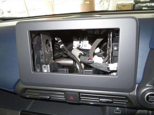 オーディオレス車のためCDプレイヤー、カーナビなどお好みでお付けいただけます。(別途費用)