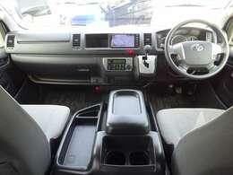 トヨタセーフティセンス/6速AT/運転席エアバッグ/ABS/VSC/キーレス/イモビライザー/フロントオートエアコン/リヤクーラー/リヤヒーター/純正ETC車載器/純正フロアマットが装備されています。