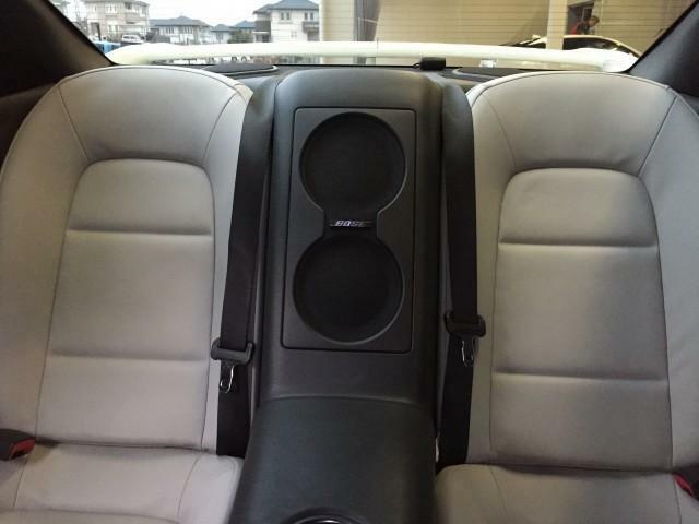 後方にも2名様分のシートと中央にはBOSE製スピーカーを配置し、GTRにふさわしい音響を提供できます
