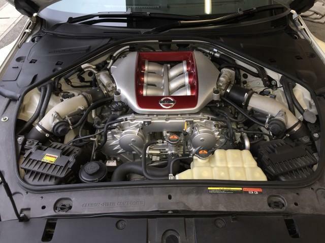 GTR専用VR38型ツインターボエンジンV型でコンパクトにより高出力を発揮するエンジンです^^