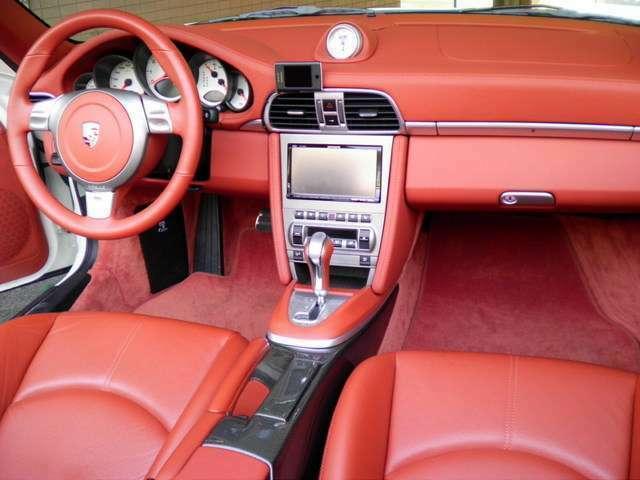 内装は新車時メーカーオプションのテラコッタフルレザーインテリア、シートヒーター、カーボンセンターコンソール、スポーツシート、カロッツェリアHDDナビ&地デジTV、ETC、GPSレーダー付です。