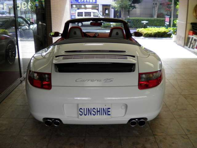 新車時メーカー純正オプションスポーツエグゾーストシステム付です。走行距離は僅か21000キロメートルです。詳しくは弊社ホームページをご覧下さいませ。http://www.sunshine-m.co.jp