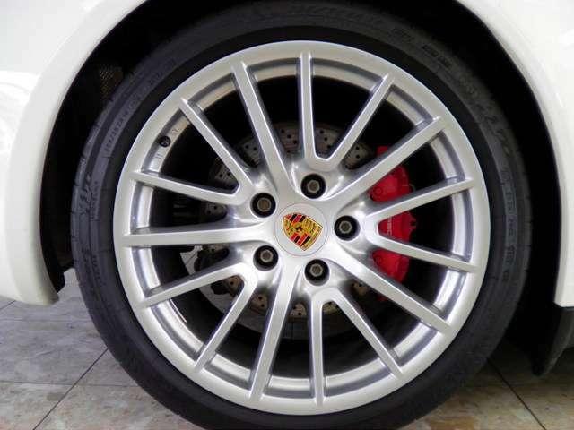 新車時メーカー純正オプションスポーツデザイン19インチアルミホイール、PASM、レッドブレーキキャリパー付です。詳しくは弊社ホームページをご覧下さいませhttp://www.sunshine-m.co.jp