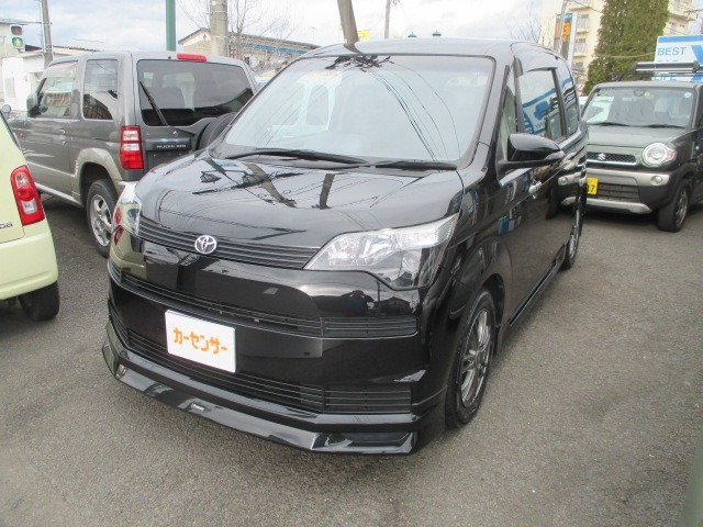 車庫証明は自己申請でお願いしております。総額表示車は店頭納車でお願いしております。登録管轄が福島以外の地域は別途費用になります。