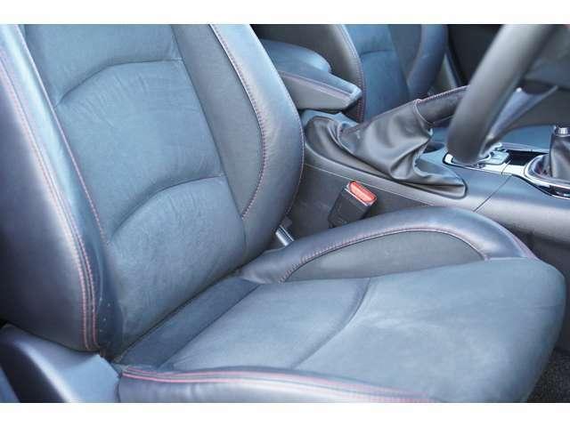 運転席、助手席ともに綺麗です。一度ご覧くださいませ。また【ハーフレザーシート】【シートヒーター】【パワーシート】が装備されており、高級感がございます♪