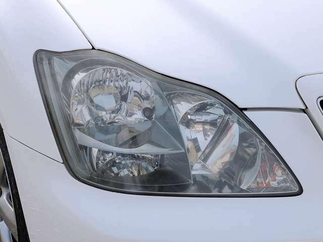 【ヘッドライト】ライトは使用していると徐々に曇ってしまいます。当店はヘッドライトを磨き、ガラスコーティングしてからご納車致しますので、ご安心ください。